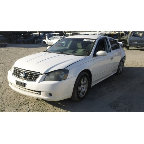 Used 2005 Nissan Altima Parts Car White With Gray Interior 4 Cyl